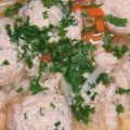 Zupa rybna z pulpetami zbliżenie