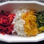 Posiekane papryki i cebula do zupy rybnek