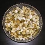 Sałatka z ogórków kiszonych z cebulą