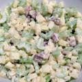 Sałatka z selera naciowego z orzechami włoskimi