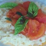 risotto z pomidorami w wersji risotto bianko polane sosem