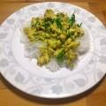 Kurczak w sosie curry z makaronem z fasoli mung