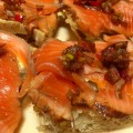 Kanapki z marynowanym łososiem