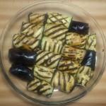 Roladki z bakłażana w naczyniu do pieczenia