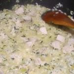 Tak wygląda risotto jak dodamy pokrojona kawałki piersi kurczaka.