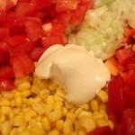 Sałatka z kukurydzy, papryki, pomidora i...