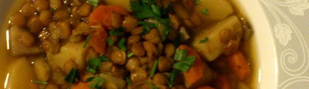 Zupa z soczewicy z dodatkiem natki